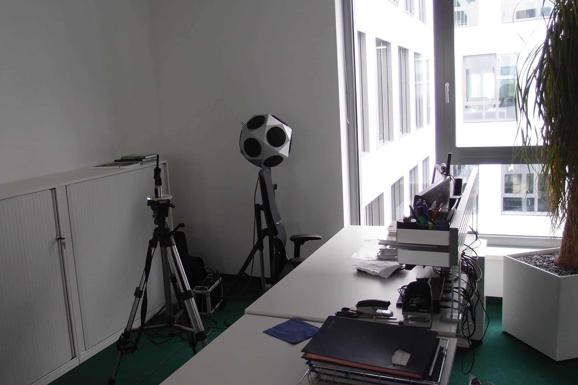 Unsere Ausstattung, Geräte zur Akustikmessung, Schallpegelmesser, Raumakustikanalyse, Aufnahme im Büro